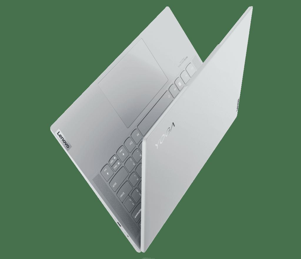 Увеличенный тачпад дает Yoga Slim 7 Carbon степень гибкости, идеально подходящую для гибридной работы и творчества.